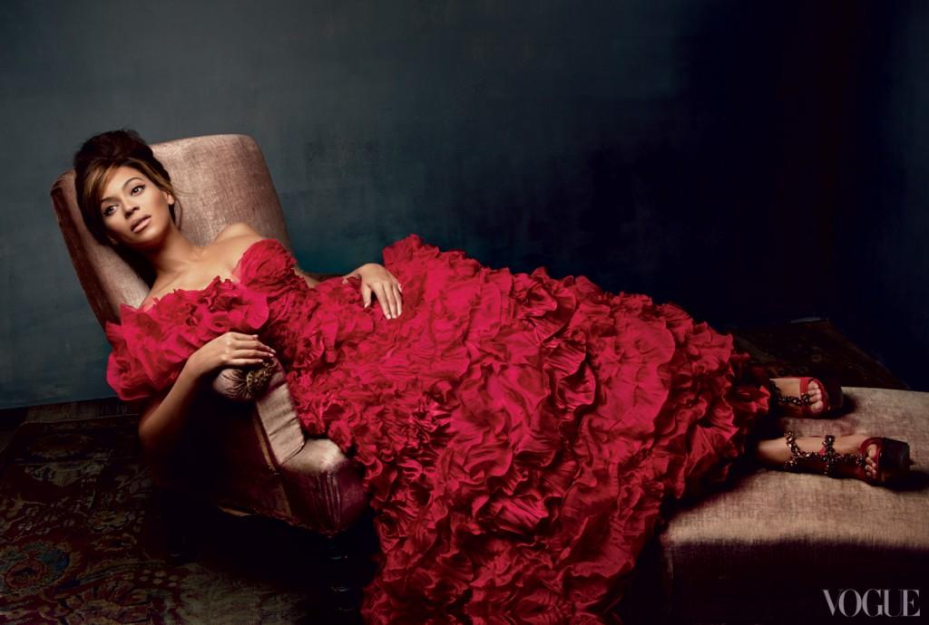 beyonce-in-oscar-de-la-renta-red-dress